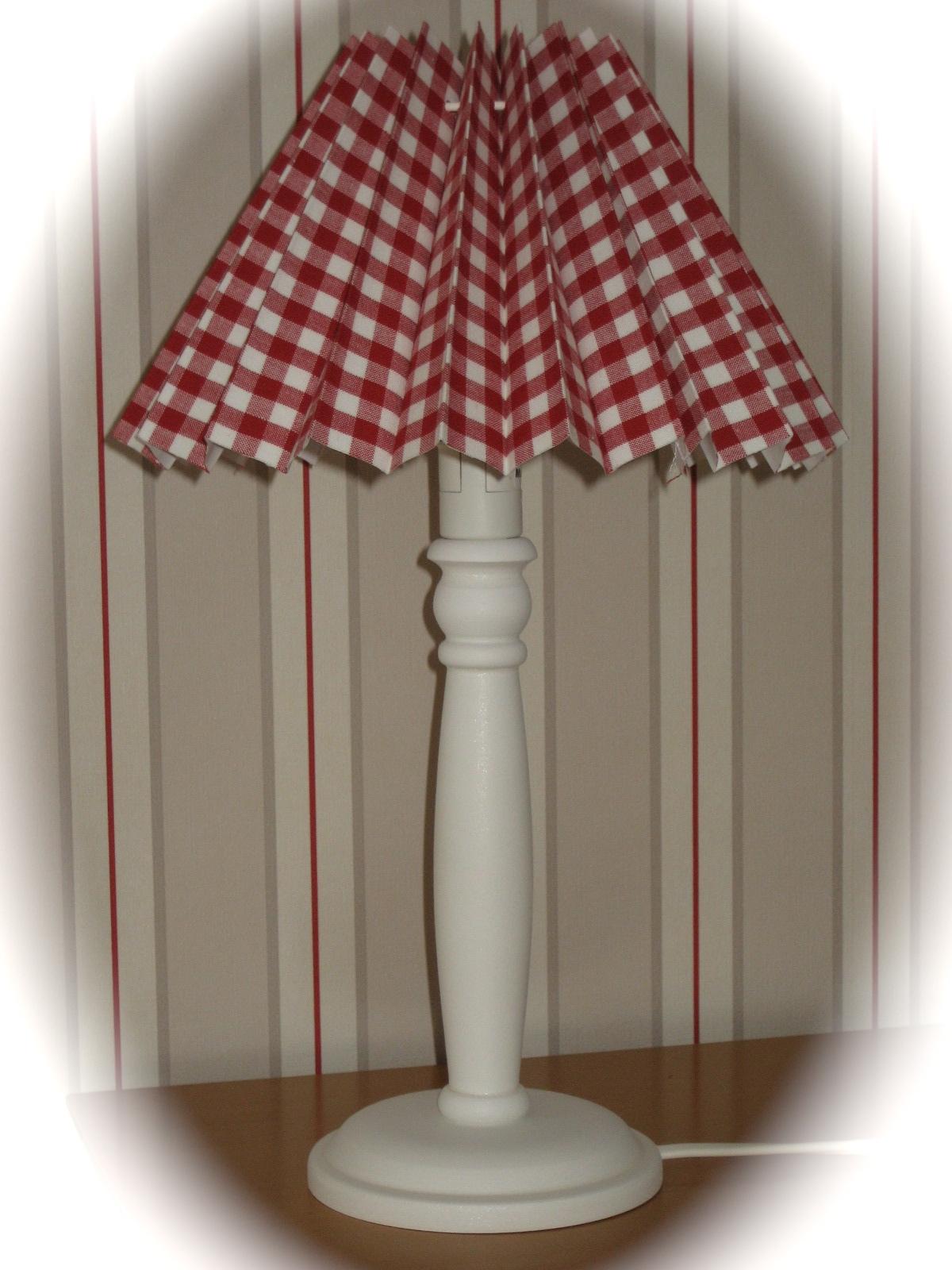 Nordika lampenschirm plissiert karo rot wei tuetatue for Nachttisch lampenschirme